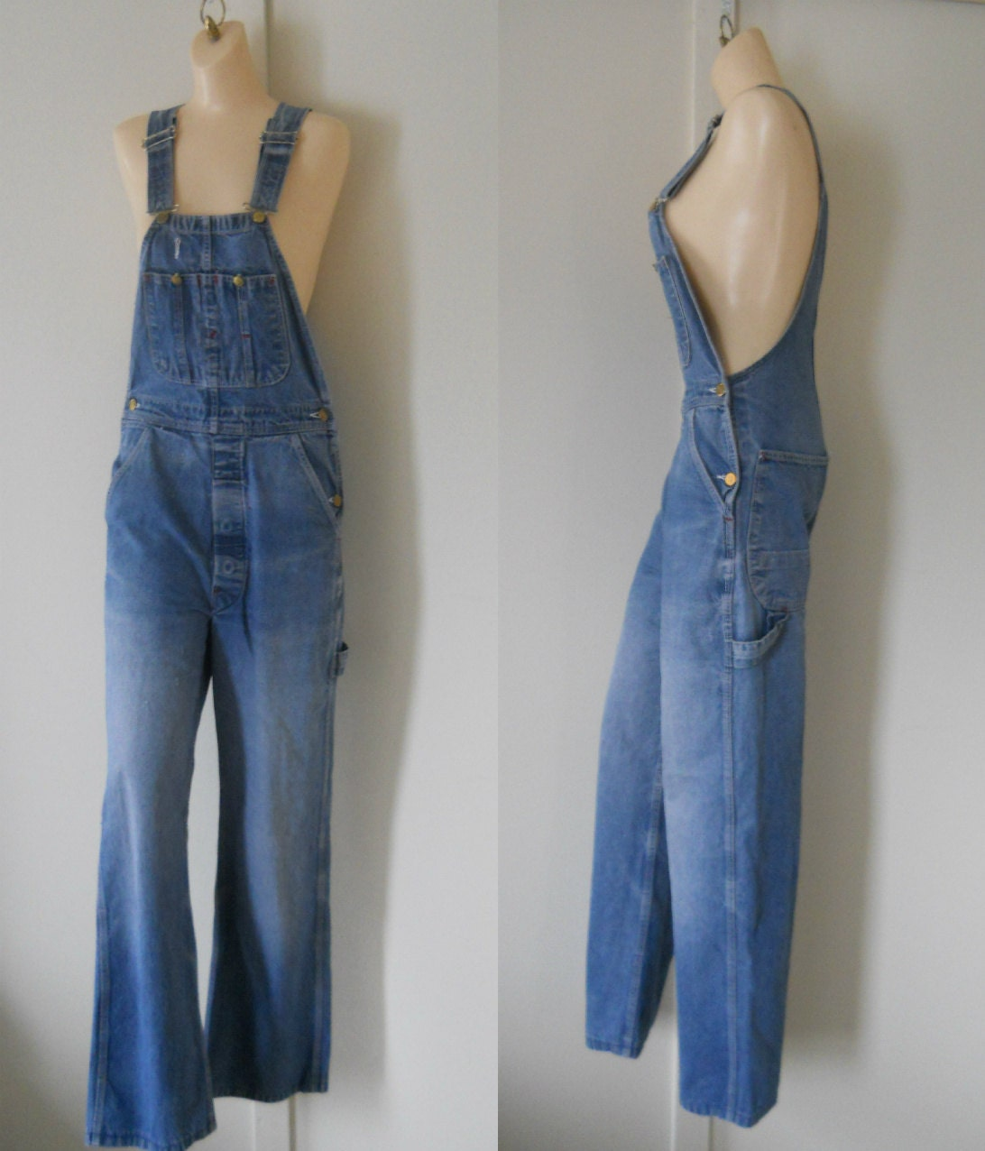 Jean rompers with elasticized waists are comfortable for kids and adults alike. Denim overalls for women have become a staple piece and the versatility they bring has made them a fast-favorite. Find an array of overall styles available in this selection at Gap.