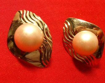 1980s vintage soft pink & silver bold Post Earrings