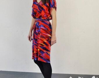 color pattern dress, sleeveless, oversized, with belt