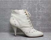 Vtg 80s Ivory Leather Studded Scallop Lace Up Ankle Boots 9 9.5