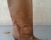 S A L E 25 Percent Off ---- Vintage Chestnut Leather Boots Marked size 8.5