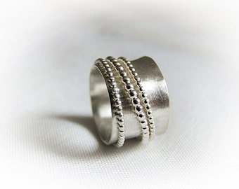 Rotary ring with three pearl struggle