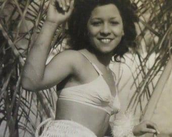 Original 1940's World War II Era Hawaiian Hula Girl With Golden Smile Snapshot Photo - Free Shipping