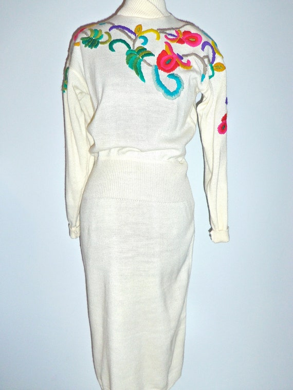 1980s Vintage Darian Floral Embroidered Sweater Dress  - size M L bust 36-44