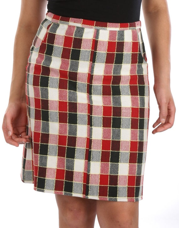 XL. X-large womens A-line skirt. vintage red black check fabric. Cotton.