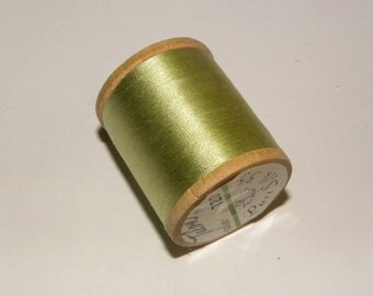 Vintage Talon  Pure Silk Hand Sewing Embroidery Thread 100 Yd. Wooden spool Shade 720 Lettuce Green