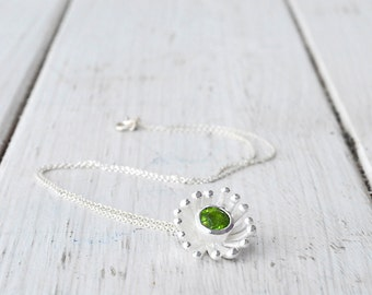 Green Peridot Pendant Necklace, 925 Silver Gemstone Green Flower Pendant and Chain, August Peridot Birthstone Gift for Her, Peridot Jewelry