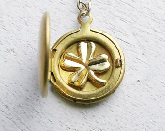 Bridesmaid Necklace, Irish Wedding Gift, Spring Wedding Idea, Personalized Wedding, Bridesmaids Jewelry, Custom Locket, Gold Clover Necklace