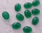 24 pcs. vintage small glass oval chrysoprase green cabochons 8x6mm - f3858