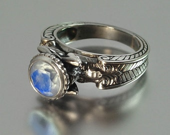 CARYATID Silver Ring with Moonstone