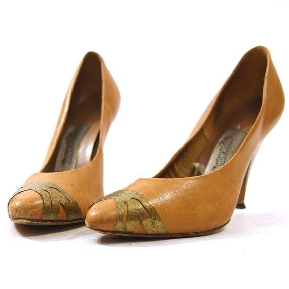 SALE 80s Metal Toe Tip Leather Pumps / Women's sz 6.5