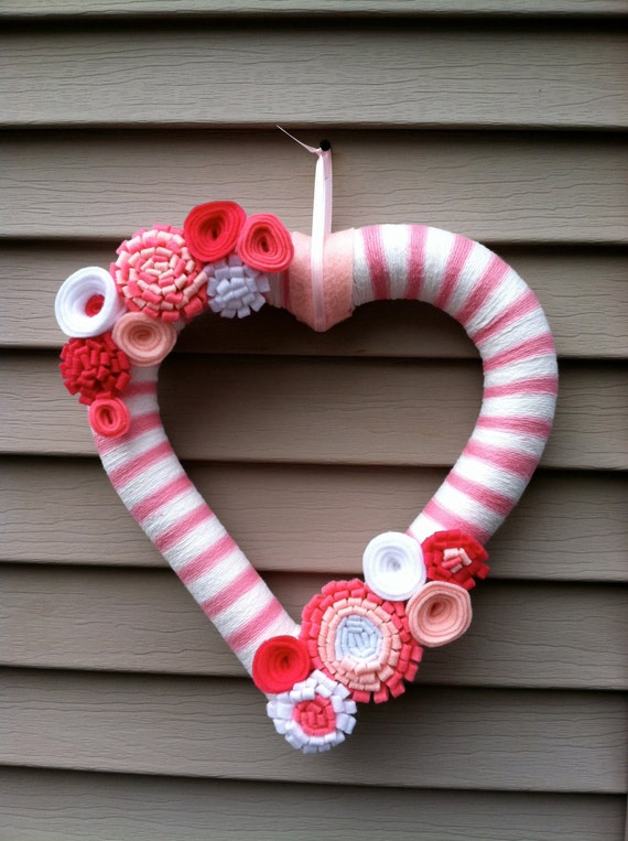 Valentine's Day Heart Wreath - Pink & White Yarn decorated w/ felt flowers. Valentine's Day Wreath- Valentine's Day Decoration -Heart Wreath