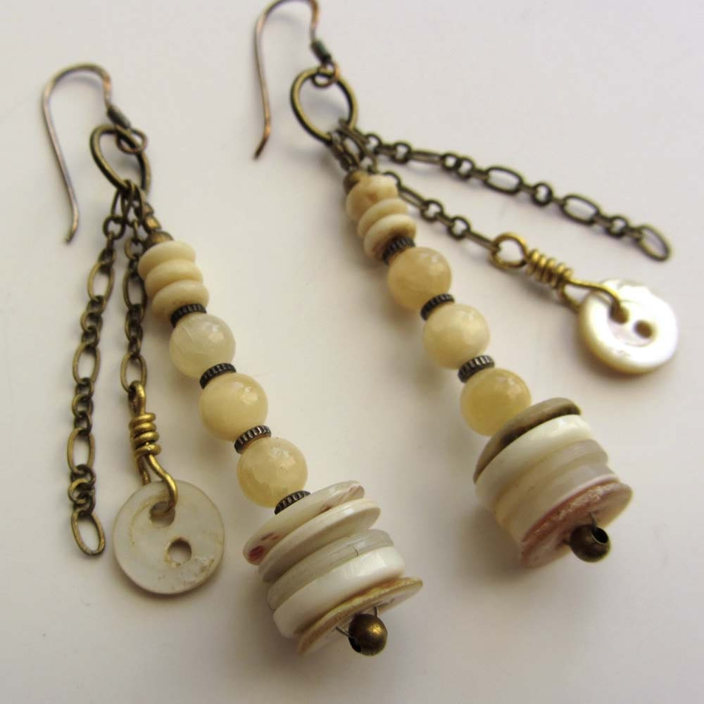 Button Earrings: Earrings With Vintage Pearl Buttons