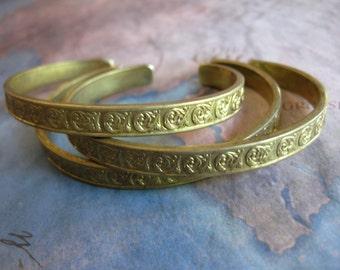 1 PC Raw Brass floral stamped cuf / Bracelet Base - B410