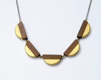 Scallop wooden dentelle - antique brass, wood and gold accent necklace