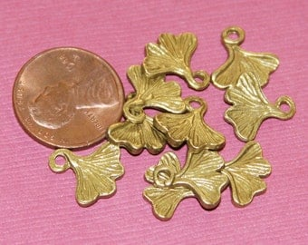 Sale   10 pcs of antique brass plated Ginkgo leaf 13mm
