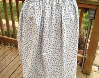 Pretty VintageSimple Blue Rosebuds Ladies Half Apron