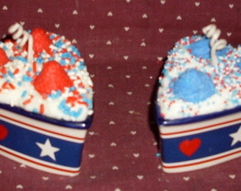 Americana Primitive Set Of 2 Grubby  Heart Dish Candles Strawberry Crunch and Blueberry Muffin