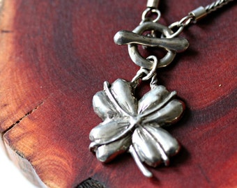 four leaf clover necklace silver toggle front