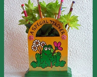 Teachers Desk  organizer with Flowers and Pencils