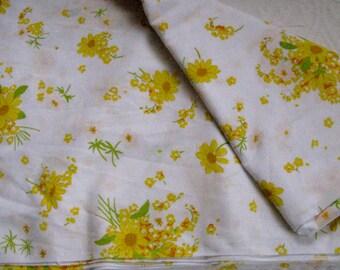 Yellow Daisy . daisy Twin Flat Sheet 1970s . twin flat sheet .  Retro Sheet . yellow daisy sheet