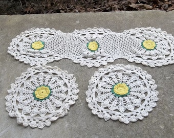 Vintage Crochet Lace Table Runner Crochet Doilies Cottage Chic Bridal Shower Yelow Daisy Wedding Decor Table Settings Table Runner Set of 3
