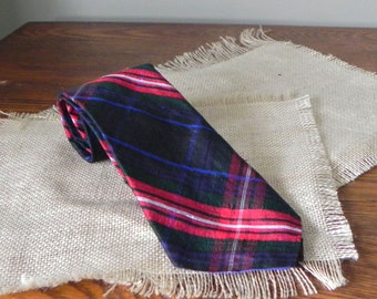 Vintage Tartan plaid Scottish necktie - dark red white black
