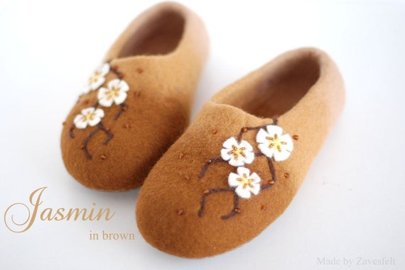 CUSTOM MADE handfelted slippers/ home shoes JASMIN, custom colors available