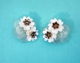 60s 70s Earrings Vintage Spring Flower Floral Cluster Clip-on