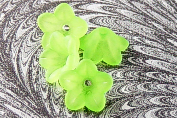 Acrylic Bead 30 Bell Daisy Flower 5-Petal Lime Green Frosted 13mm x 7mm (1015luc13-10) ... last remaining packages