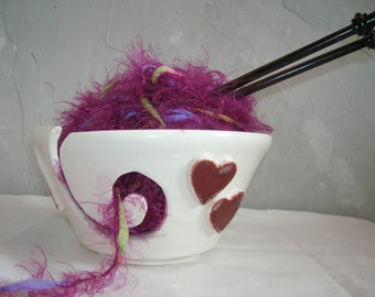 Hearts Desire Yarn Bowl with Free Rosewood Knitting Needles