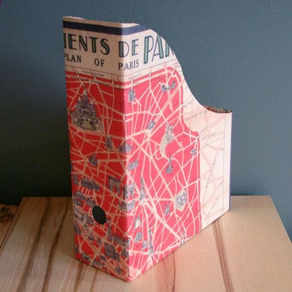 Magazine/file holder - monuments of Paris
