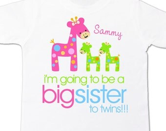 Big sister to be to twins funky giraffe pregnancy announcement Tshirt