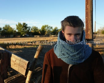 Lochain Cabled Waves Cowl - In Delft Blue