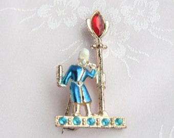 Colonial Man Streetlight Brooch Vintage Figural 1940s Enamel Lamppost Rhinestones Pin