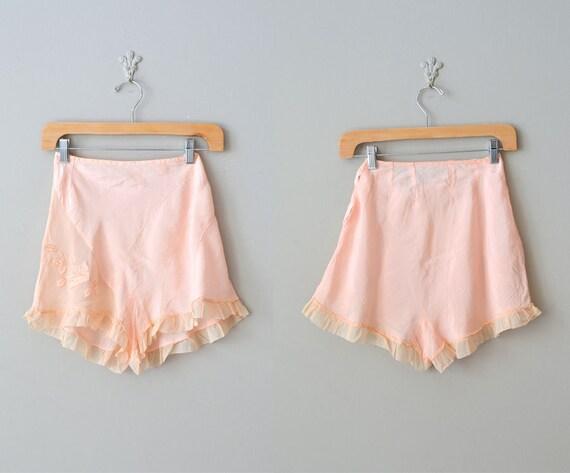 40s tap pants / 1940s lingerie / lace tap pants