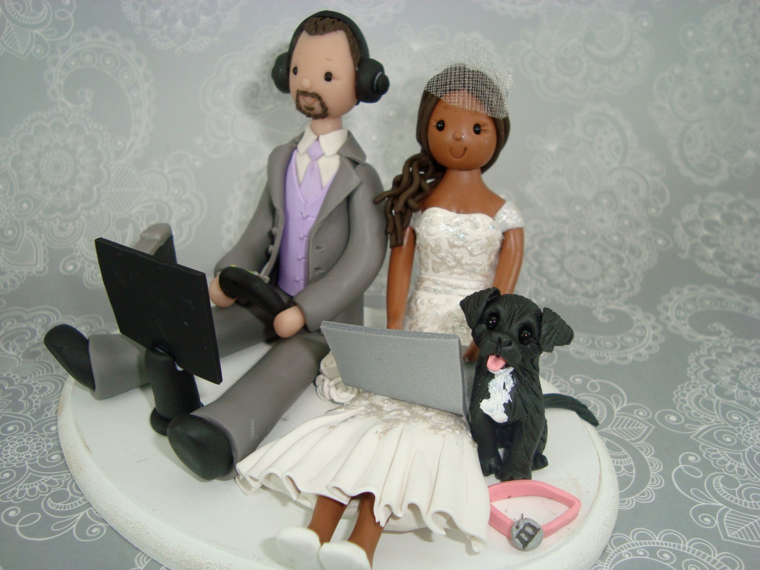 Customized Seated Couple With A Dog Wedding Cake By Mudcards