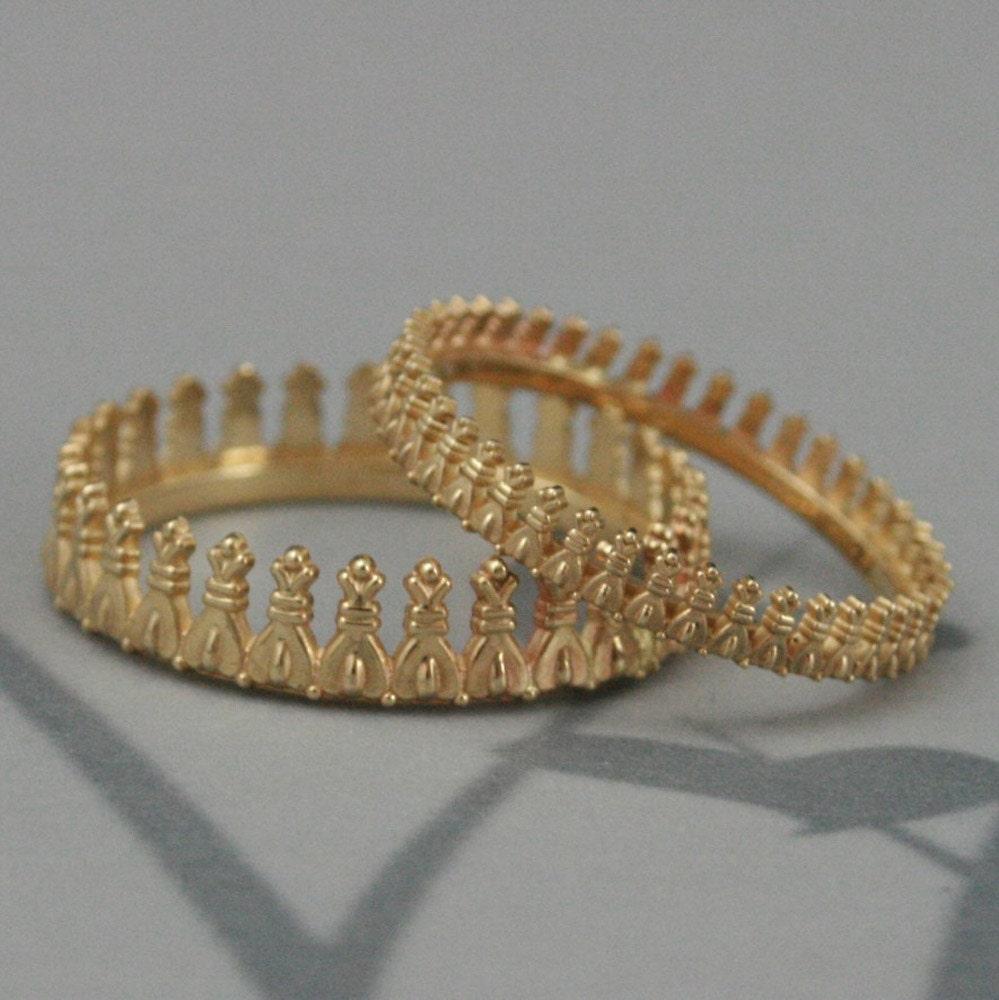 bishops crown wedding band set in solid goldgold crown