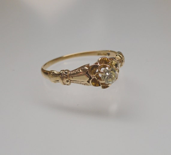 A 14k Yellow Gold Sweet Antique Buttercup Style Engagement