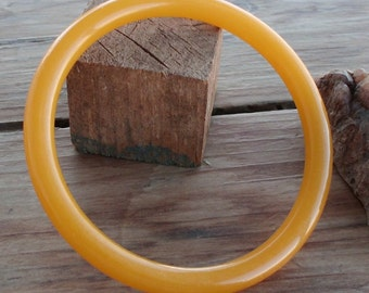 Sweet Butterscotch Bakelite Bangle Bracelet Tested Mid Century Fashion