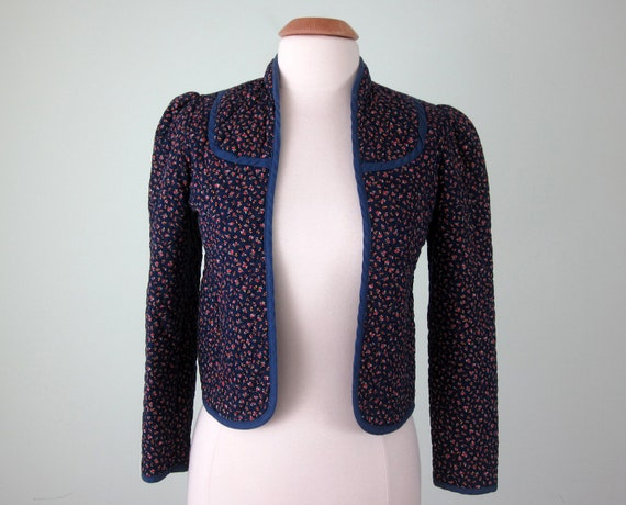 70s jacket / navy cotton calico quilted cropped fitted blazer (s - m)