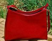 vintage c. 1980 red LIZ CLAIBORNE handbag...   purse...  L