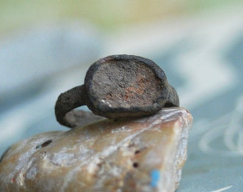 size 6, who used to wear this antique ring, vintage ring from an archaeological dig, cool vintage, old, metal patina, x 120