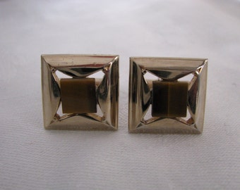 Swank square gold tone vintage cuff links with topaz brown center. Cufflinks