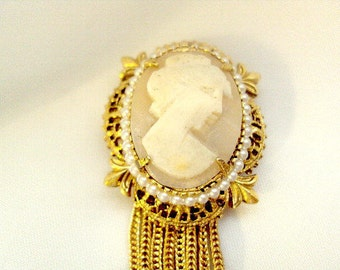 Cameo Vintage Tassel Pin by Geno Division of Richelieu