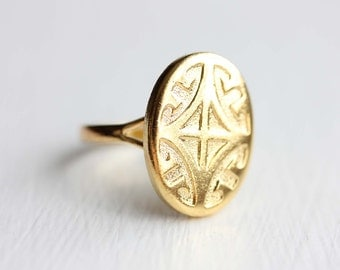 Sample Sale - Oval Coat of Arms Ring