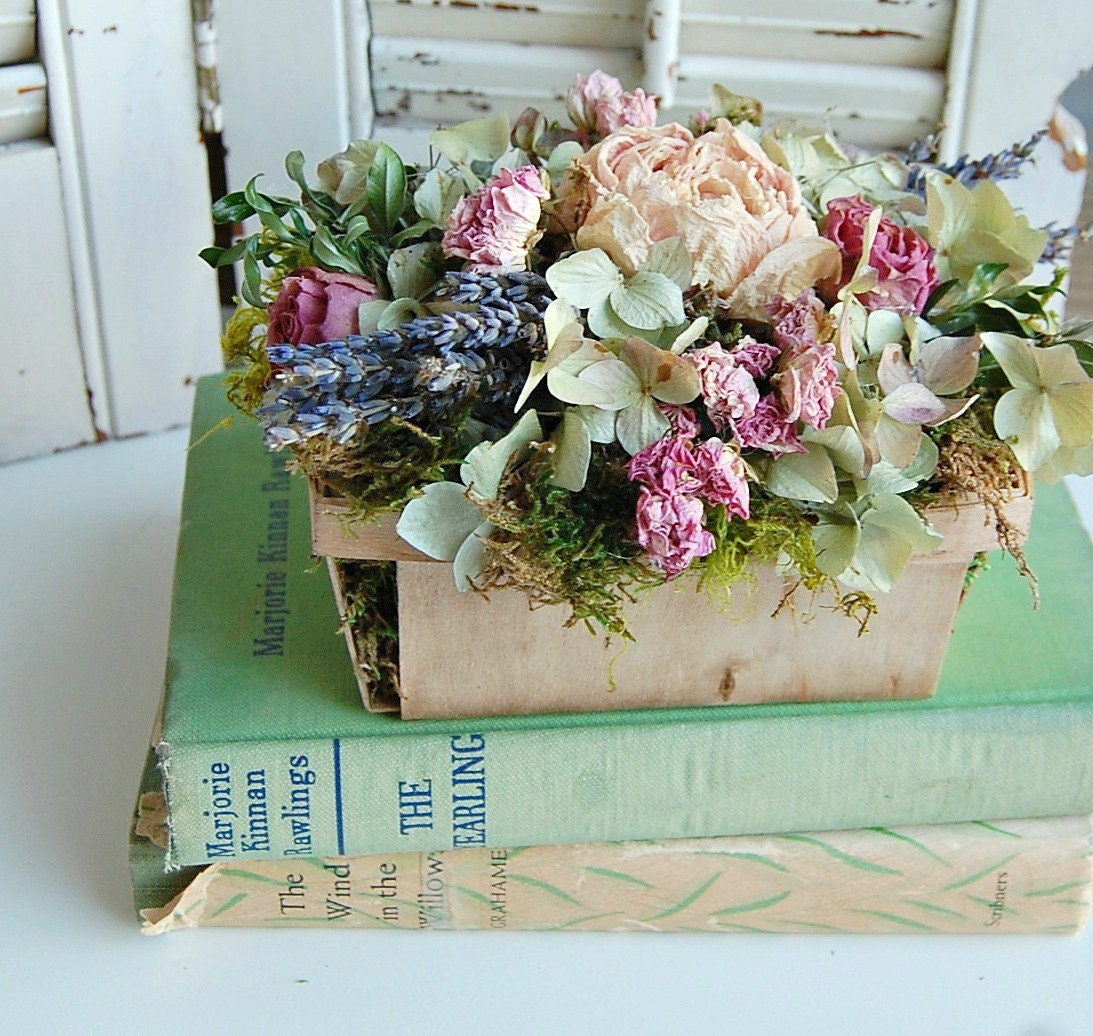 spring dried flower arrangement shabby cottage dried floral. Black Bedroom Furniture Sets. Home Design Ideas