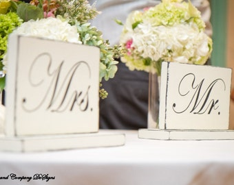 MR AND MRS SiGnS - SweetHeart Table Signs - Classic STyLe WeDDiNG PRoP - SHaBBy AnD PRiMiTiVe - 10 X 6 - Distressed Ivory