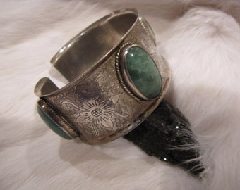 Vintage Ethnic  Silver Cuff With  Green Fluorite Cabachons &  Beautiful Floral Motif