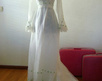 Vintage Wedding Gown with Spring Green Trim // Gorgeous 1970s boho gown with 3/4 length sleeves